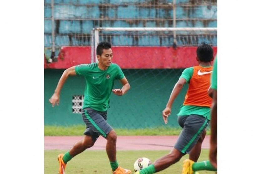 Suasana latihan timnas U-23 di Stadion Gelora Delta, Sidoarjo, Jawa Timur, Senin (2/2).