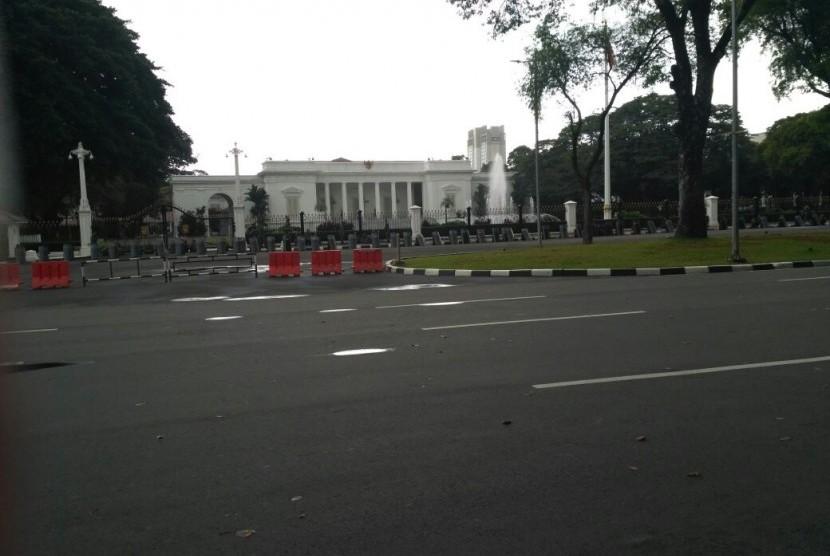 Suasana di depan Istana Merdeka. Ilustrasi