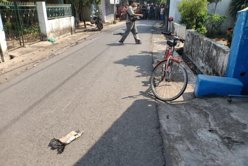 Suasana lokasi ledakan di Kelurahan Pogar, Kecamatan Bangil, Kabupaten Pasuruan, Kamis (5/7).