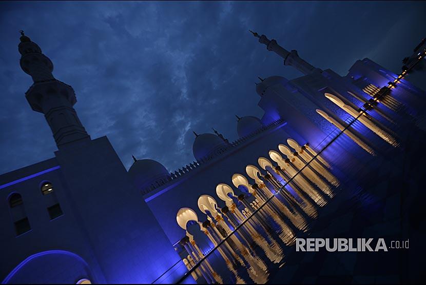 Suasana masjid Sheikh Zayed di Abu Dhabi, United Arab Emirates, pada bulan Ramadhan.