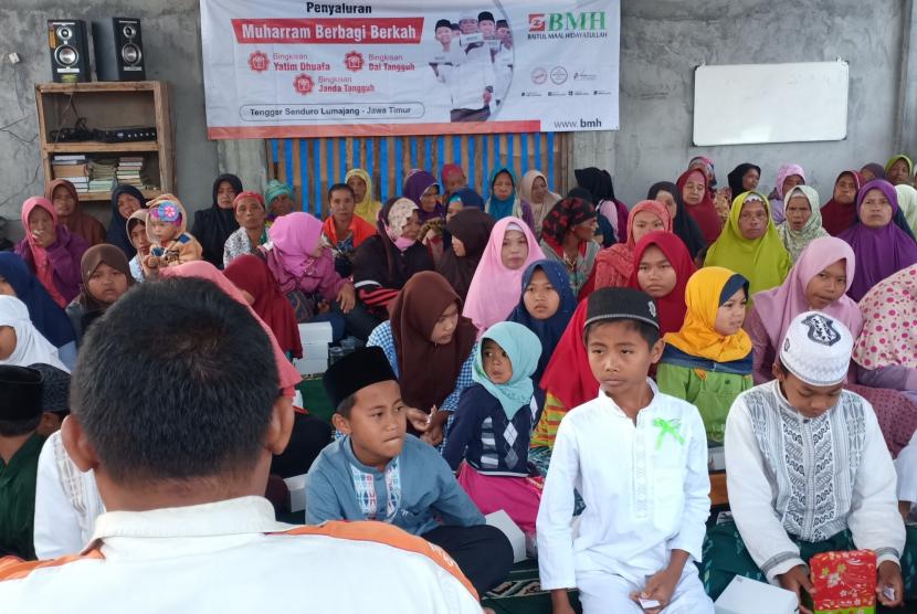 Suasana Muharam Berbagi Berkah yang diadakan oleh Laznas BMH Perwakilan  Jawa Timur untuk para mualaf Tengger.