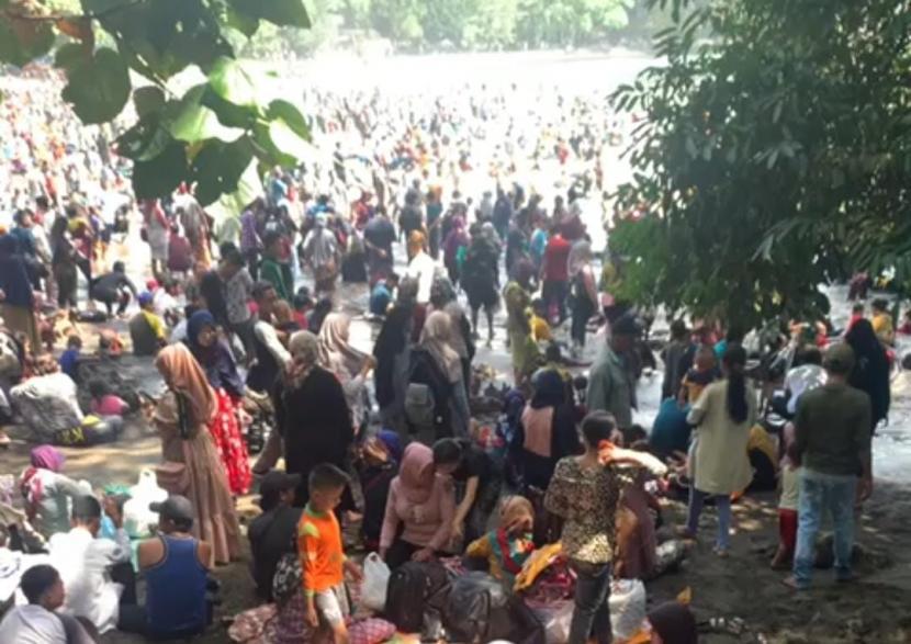 Suasana Pantai Batukaras di Kabupaten Pangandaran, Sabtu (15/5).
