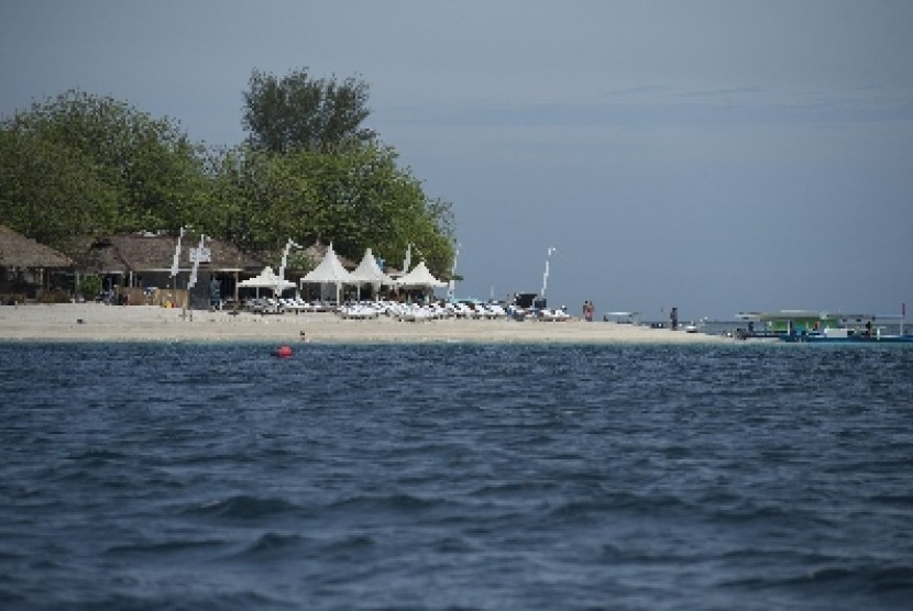Suasana pantai di Pulau Gili Air, NTB, Selasa (9/12). NTB memiliki sejumlah lokasi wisata andalan seperti Gili Trawangan, Gili Meno dan Gili AIr yang terletak di lepas barat laut Pulau Lombok dengan garis pantai berpasir putih dan memiliki gugusan terumbu