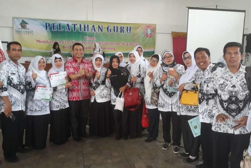 Suasana pelatihan guru yang diadakan oleh PGRI  Bogor.