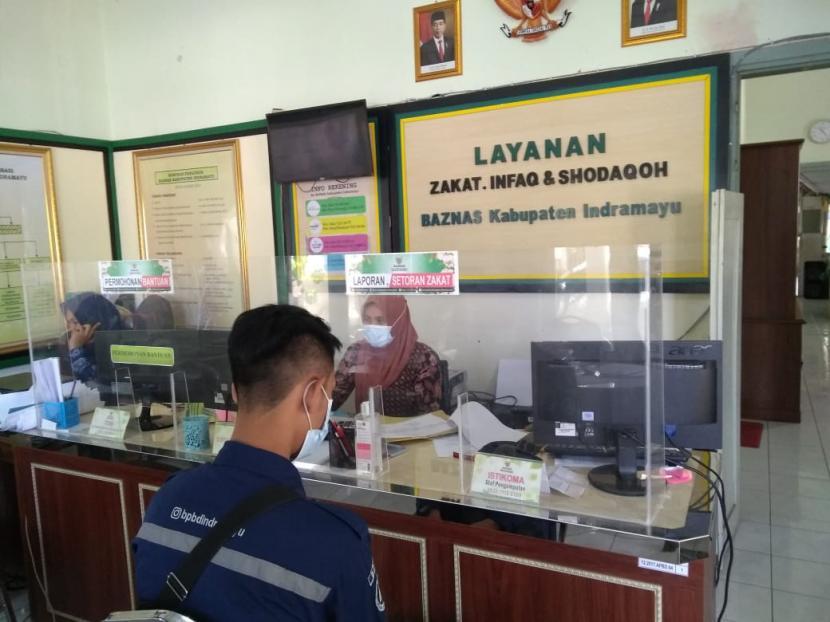 Suasana pelayanan di Kantor Baznas Indramayu, Jumat (16/4/2021).