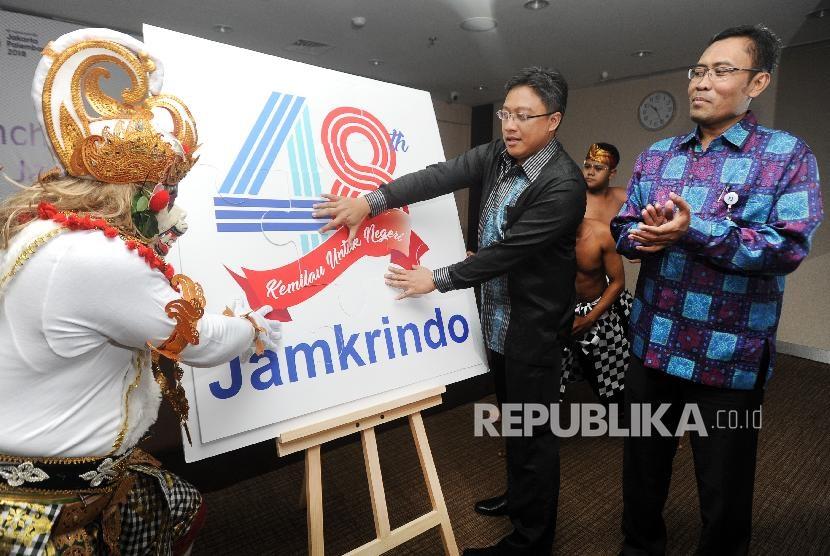 Suasana peluncuran logo HUT ke-48 tahun Perum Jamkrindo di Jakarta, Senin (30/4).( AUDY ALWI/ANTARA)