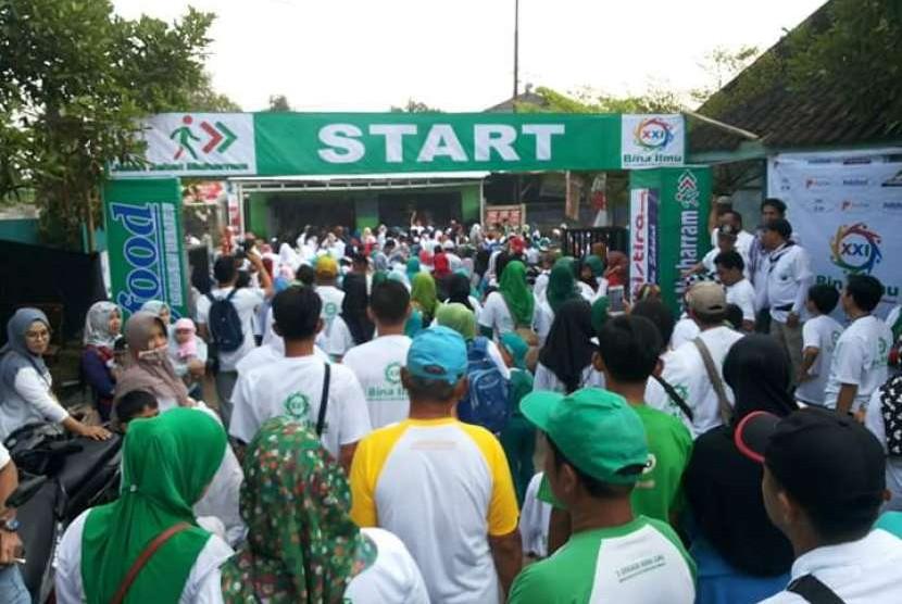 Suasana pembukaan Jalan Sehat Muharam (JSM) yang diadakan oleh Sekolah Bina Ilmu, Parung, Bogor, Jawa Barat.