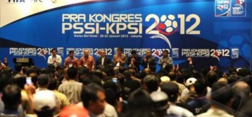 Suasana pembukaan Pra Kongres PSSI-KPSI 2012 di Jakarta pada Sabtu malam (21/1).