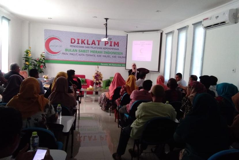 Suasana pendidikan latihan kepemimpinan (Diklatpim)  yang diadakan oleh BSMI cabang Maluku Utara.