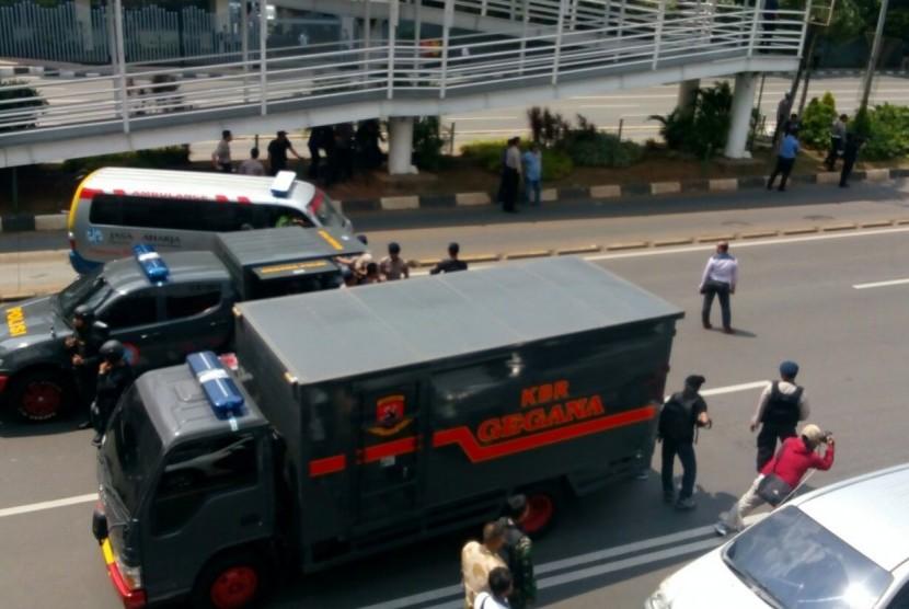 Suasana pengamanan disekitar lokasi serangan teror Sarinah, Jakarta Pusat