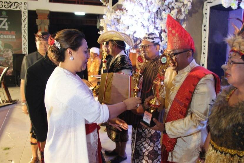 Suasana perayaan HUT RI Ke-74 di Tabanan, Bali.