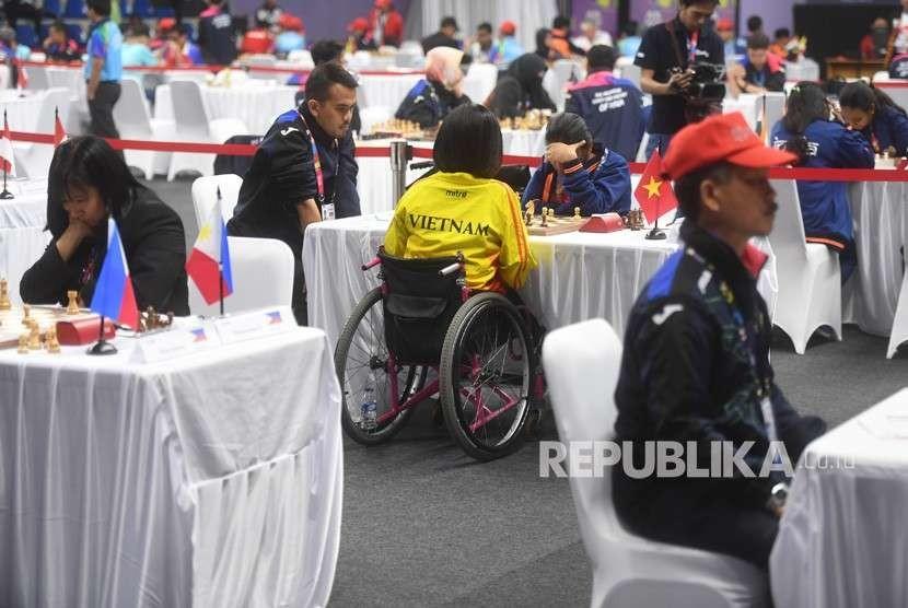 Suasana pertandingan catur Asian Para Games 2018 di GOR Cempaka Putih, Senayan, Jakarta, Selasa (9/10).