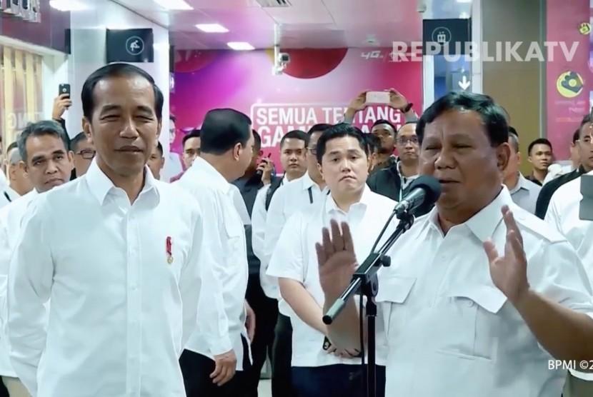 Suasana pertemuan Jokowi dan Prabowo pascapilpres di stasiun MRT, Jakarta.