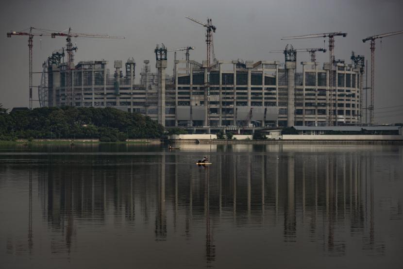 Suasana proyek pembangunan Jakarta International Stadium (JIS) di Papanggo, Tanjung Priok, Jakarta Utara, Sabtu (8/5/2021). Berdasarkan laporan mingguan ke-87 dari PT Jakarta Propertindo mencatat bahwa progres pembangunan stadion yang diproyeksikan berkapasitas 82.000 penonton itu telah mencapai 55,56 persen.