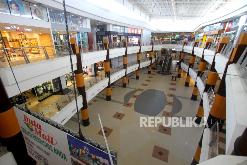 Suasana pusat perbelanjaan yang sepi pengunjung. Ilustrasi