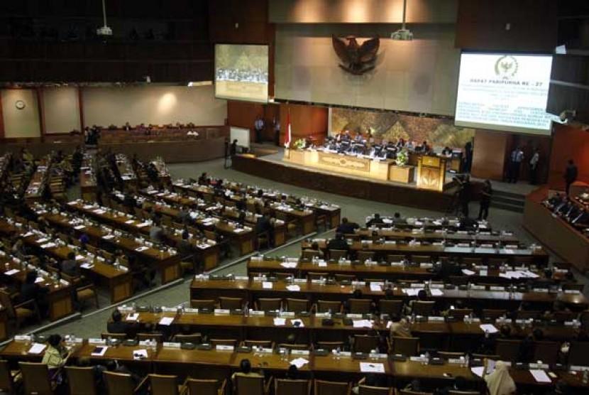 Suasana rapat Paripurna DPR di Kompleks Parlemen, Senayan, Jakarta, Senin (17/6).
