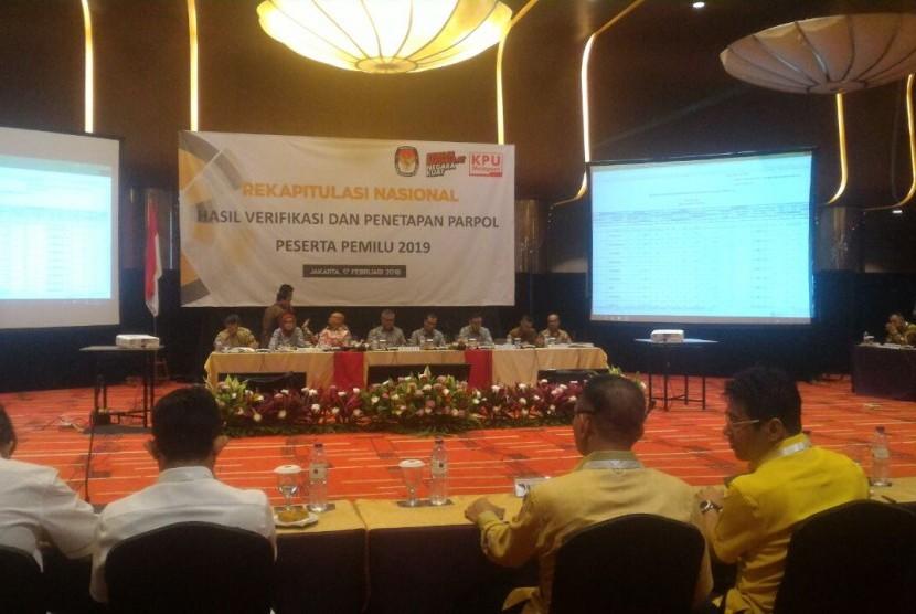 Suasana rapat pleno terbuka pembacaan hasil verifikasi parpol dan penelitian parpol peserta Pemilu 2019 di Grand Mercure Hotel, Jakarta Pusat, Sabtu (17/2).