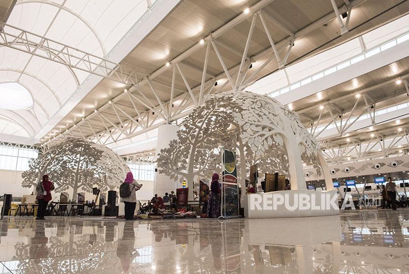 Suasana ruang tunggu pesawat di Bandara Internasional Jawa Barat (BIJB) Kertajati, Majalengka, Jawa Barat, Kamis (24/5).