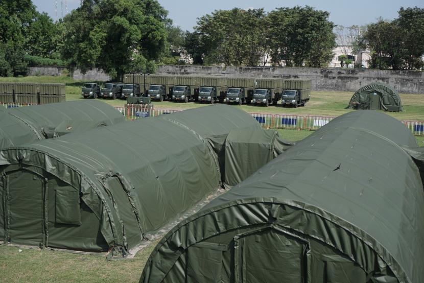 Suasana Rumah Sakit Lapangan (Rumkitlap) TNI AD di Benteng Vastenburg, Solo, Jawa Tengah, sebagai fasilitas isolasi pasien COVID-19 dari Kudus.