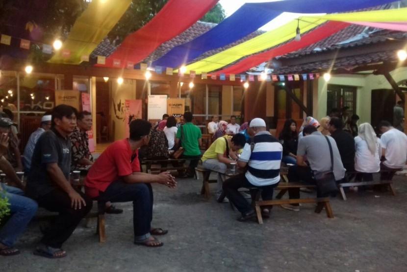 Suasana S-Kopi dan S Mart di Yogyakarta.