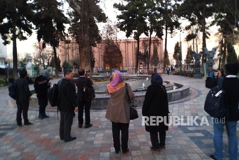Suasana salah satu taman di Kota Teheran, Iran