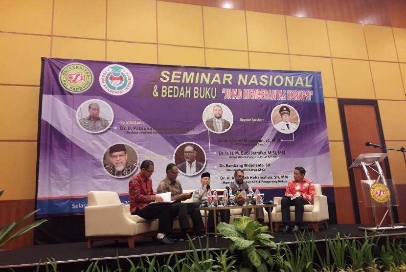 Suasana seminar nasional dan bedah buku