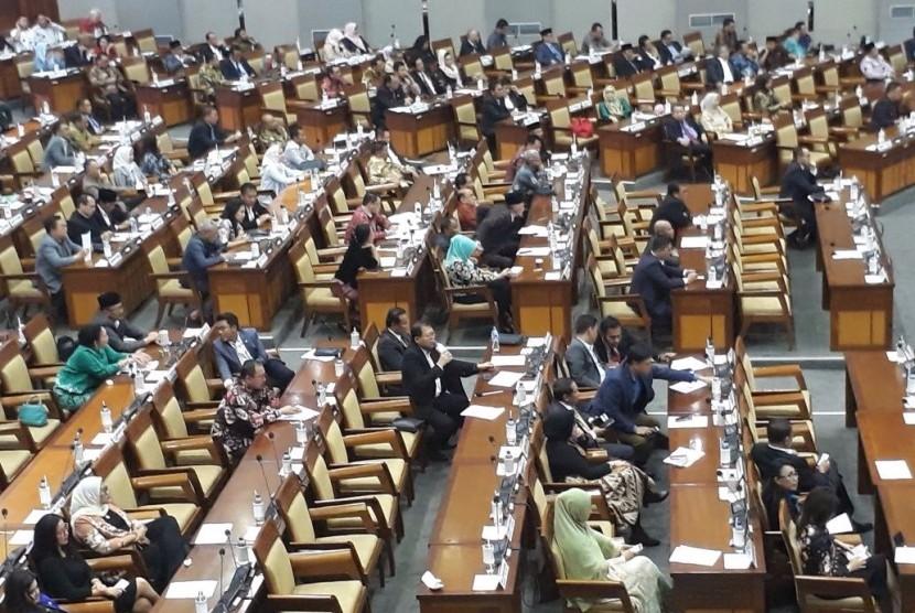 Suasana Sidang Paripurna pengambilan keputusan Perppu Ormas di Gedung DPR RI, Selasa (24/10).
