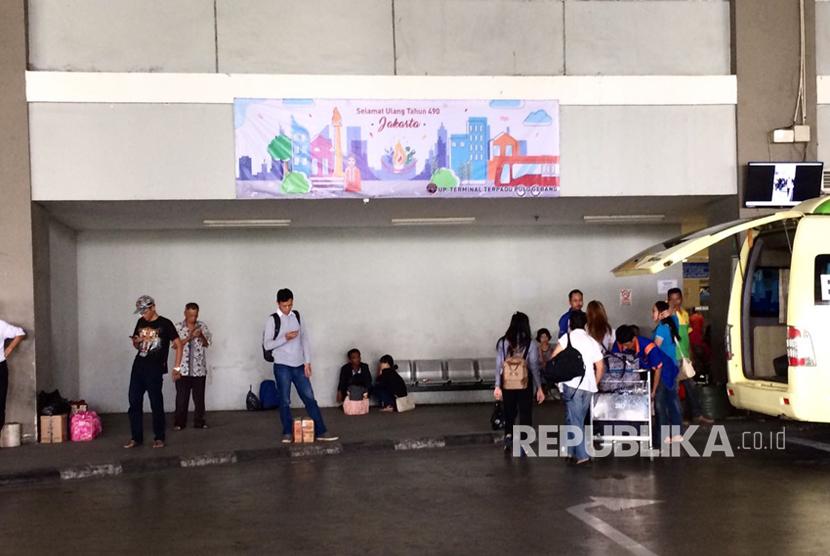 Suasana terkini Terminal Pulo Gebang, sudah mulai sepi, Selasa (4/7) siang.