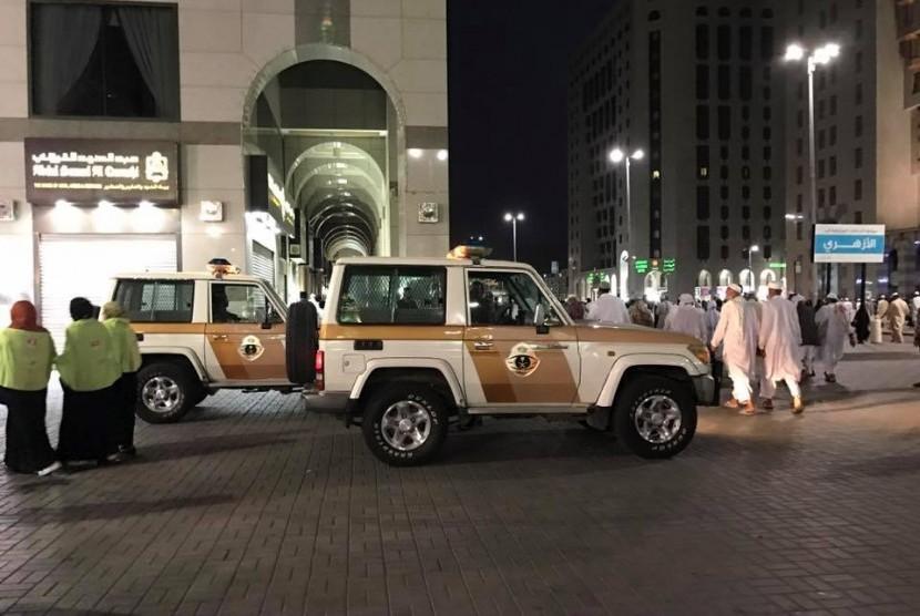 Suasana usah shalat Subuh di Madinah, Arab Saudi, Selasa (28/3).