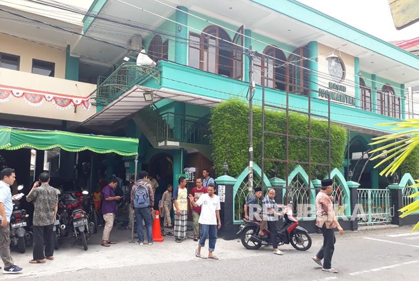 Suasana usai pelaksanaan shalat dzuhur di Masjid Jogokariyan,  Selasa (29/1).
