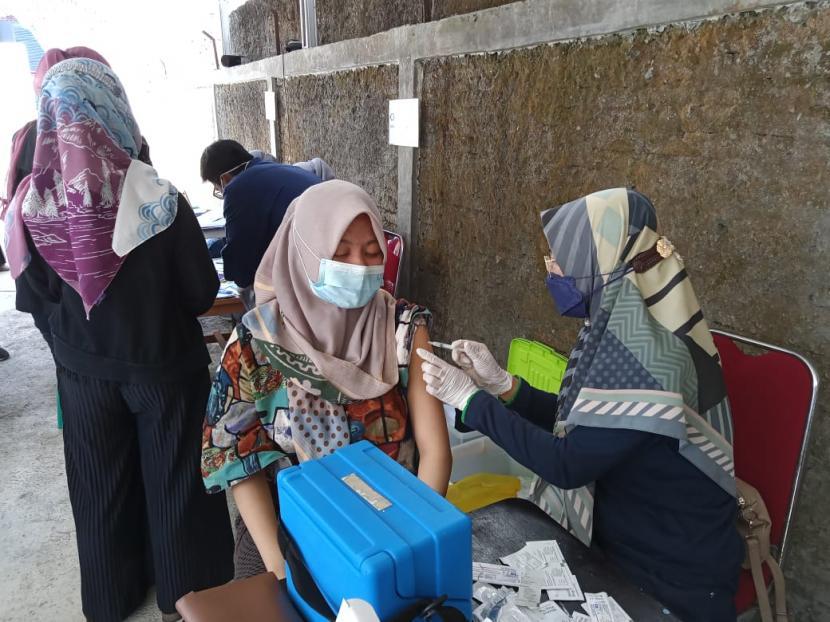 Suasana vaksinasi ibu hamil di Puskesmas Tipar Kota Sukabumi, Kamis (26/8). Cakupan warga yang telah divaksinasi di Kota Sukabumi terus meningkat.