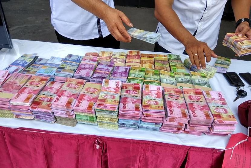 Komplotan Penipu Penggandaan Uang Ditangkap Polda Jatim