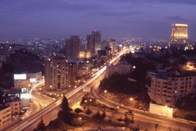 Sudut kota Amman di waktu malam.