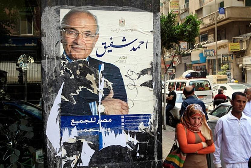 Sudut Kota Kairo yang dipasangi poster calon presiden Mesir.