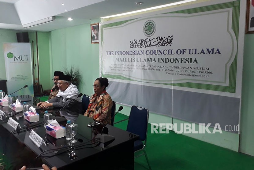 Sukmawati Soekarnoputri saat mengunjungi Kantor MUI Pusat, Kamis (5/4). Sukmawati ingin mengklarifikasi terkait puisi 'Ibu Indonesia' yang menjadi kontrovetsial.