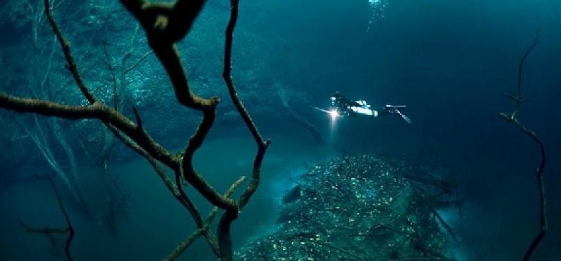 Sungai di dasar laut