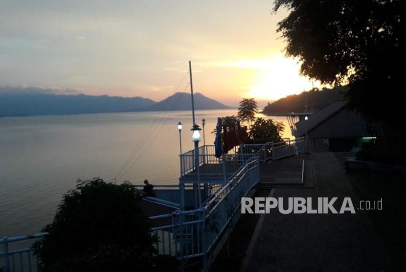 Sunset di area wisata Istora Waduk Jatiluhur.