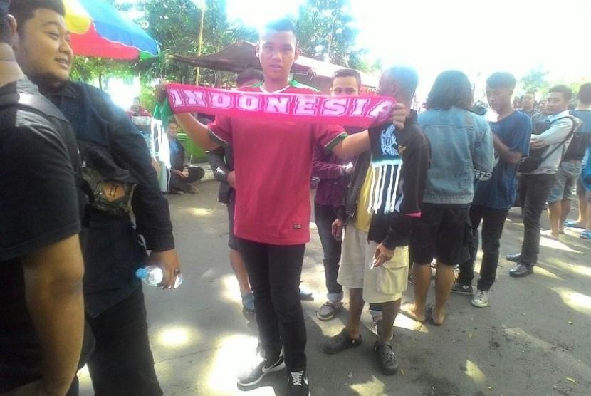 Suporter timnas Indonesia sudah berada di Stadion Manahan sejak selasa (6/9) siang.