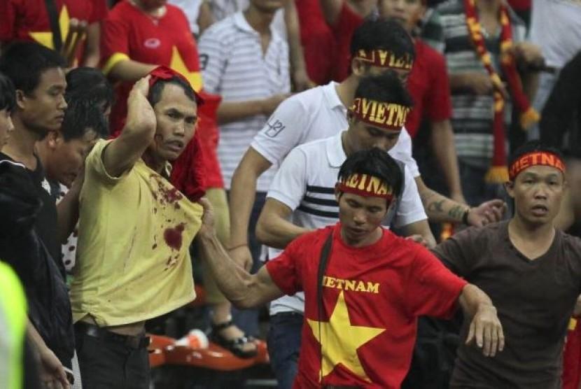 Suporter Vietnam ketika diserang suporter Malaysia.