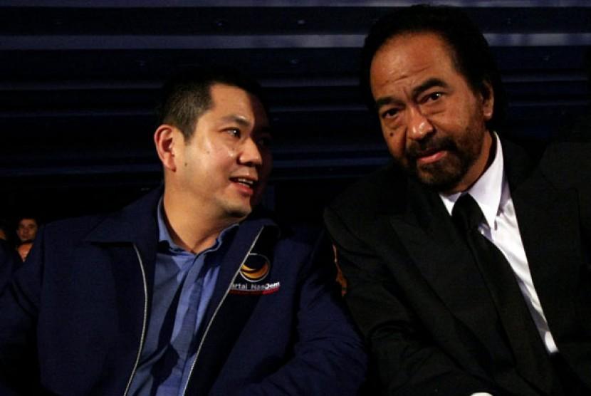 Hary Tanoesoedibjo (kiri) dan Surya Paloh (kanan)