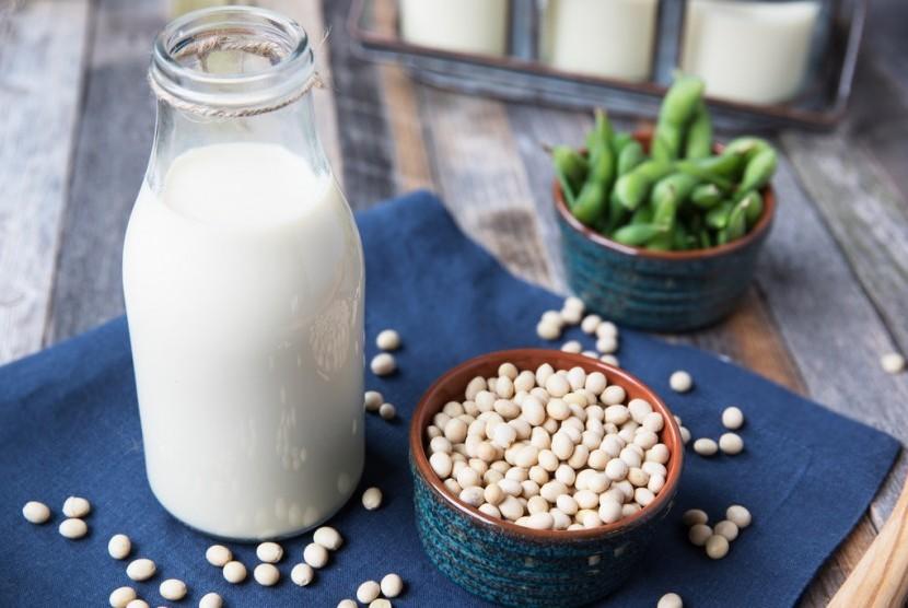 Susu soya atau susu kedelai.