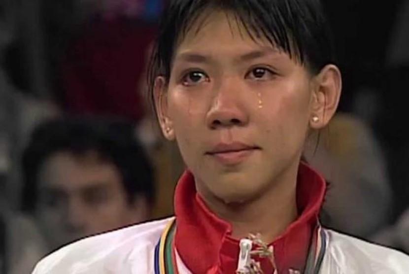 Susy Susanti menangis saat jadi juara olimpiade.