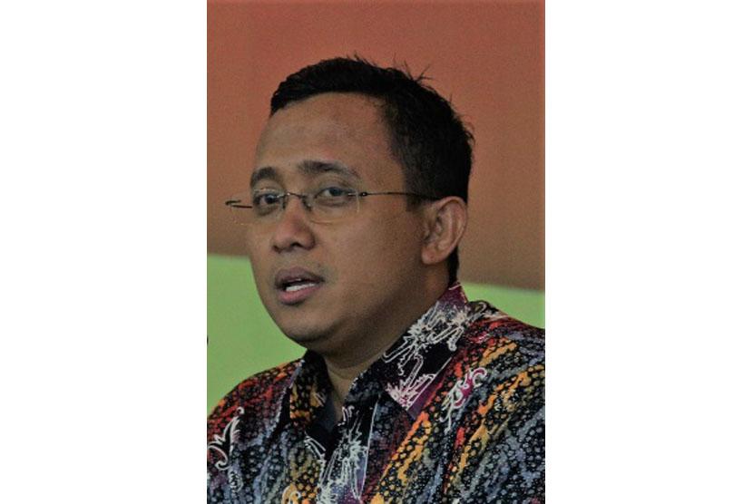 Suwendi Doktor Pendidikan Islam.  Salah Satu Tim Perumus Peraturan Menteri Agama tentang Pendidikan Keagamaan Islam dan Ma'had Aly.