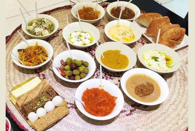 Ta'ateemah, aneka hidangan ringan untuk sarapan di Hari Raya Idul Fitri di Arab Saudi.