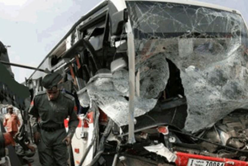 Tabrakan bus. Ilustrasi