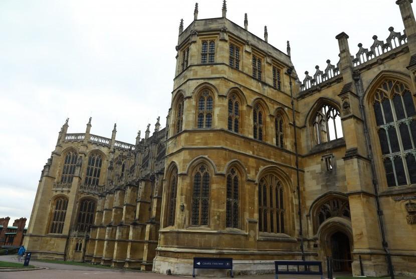 Tampak luar dari Kapel St George di Istana Windsor, Inggris. Pangeran Harry dan Meghan Markle akan menikah di kapel ini 19 Mei 2018.