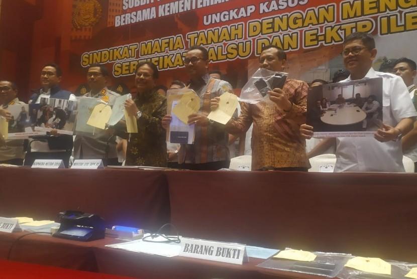 Tampak Menteri Agraria dan Tata Ruang/Badan Pertanahan Nasional (ATR/BPN), Sofyan Djalil ketika menghadiri salah satu acara ATR/BPN.