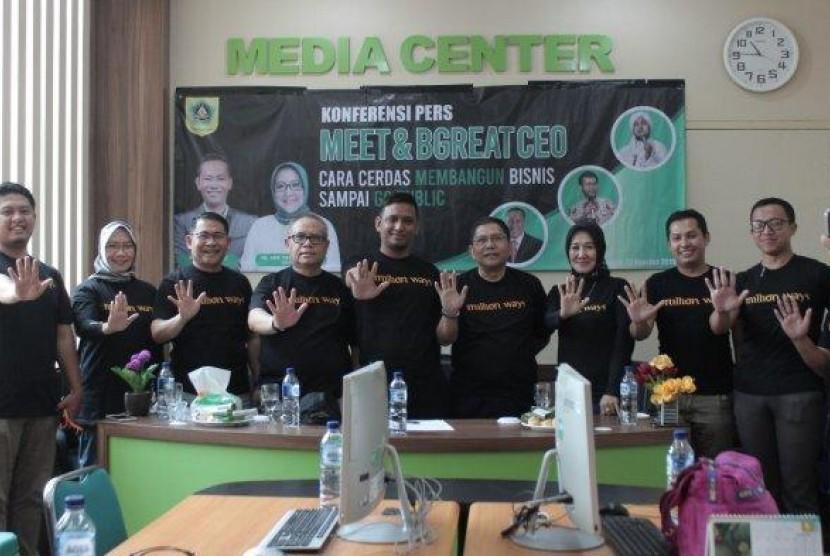 Tampak para panitia acara Meet and Bgreed yang diikuti UMKM di Bogor usai melakukan konferensi pers, Jumat (23/8).