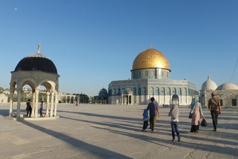 Tampak peziarah yang sedang berjalan menuju Masjid Al Aqsa