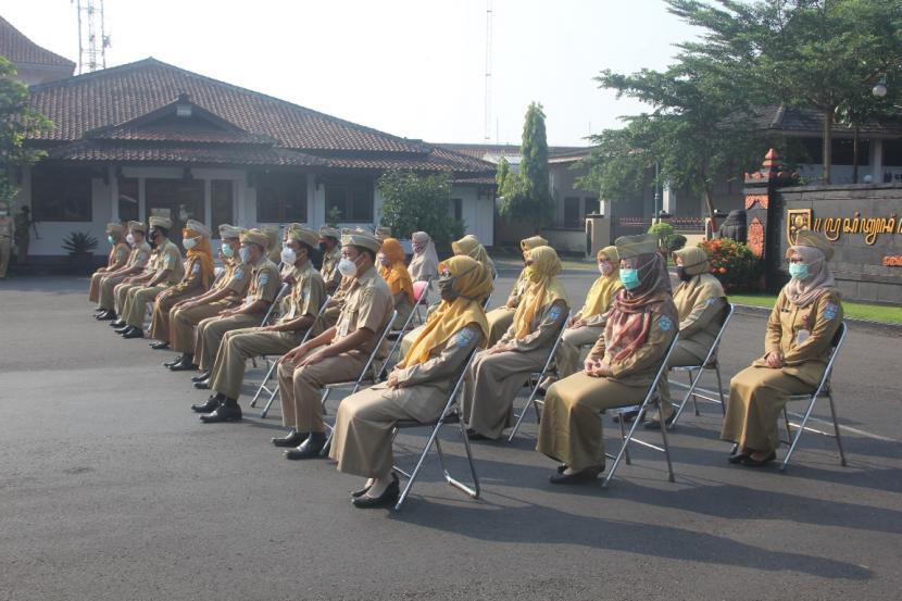Tampak suasana pelantikan ASN Purbalingga. Bupati Purbalingga Dyah Hayuning Pratiwi melantik sejumlah pejabat fungsional di halaman pendopo Setda setempat, beberapa waktu lalu.
